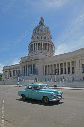 Staande foto Cubaanse oldtimers Havanna, Kapitol