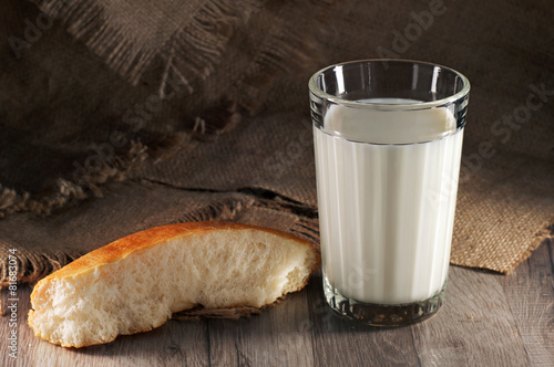 Fotografia, Obraz  A glass of fresh milk