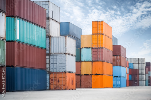 Fotografia  container against a blue sky