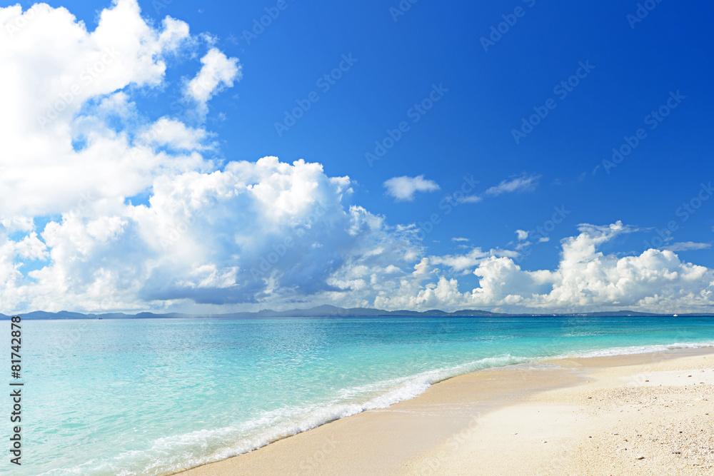 Fotografia  南国沖縄の綺麗な珊瑚の海と夏空