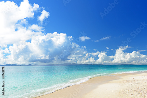 南国沖縄の綺麗な珊瑚の海と夏空 Poster