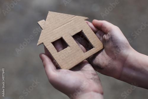 Obraz na plátně homeless boy holding a cardboard house