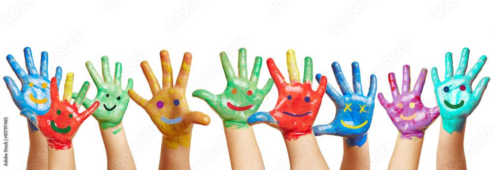 Fototapety, obrazy: Panorama aus vielen bunten Kinderhänden
