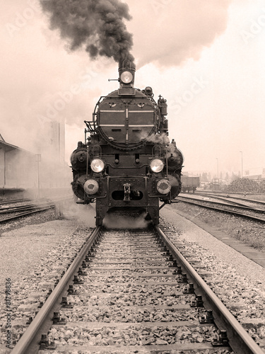 Fotomural Front view of an old-fashioned steam locomotive