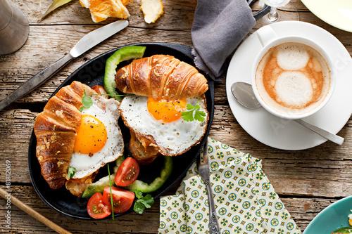 Fotografie, Obraz  Frühstuck Croissant und Spiegelei
