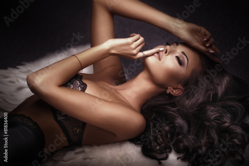 Fotografie, Tablou  Sensual brunette beauty posing.