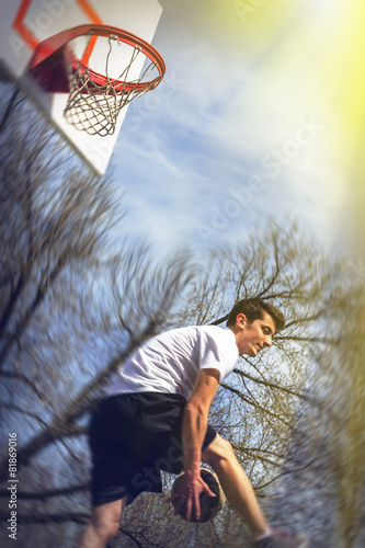 Fotografiet  Athlete Playing Basketball