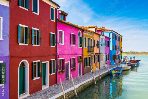 Canvas Print Painted houses of Burano, in the Venetian Lagoon, Italy.