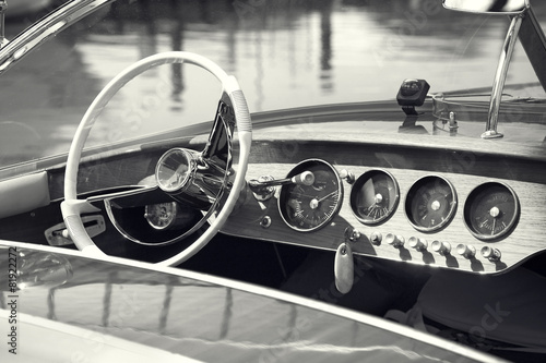 Fotografie, Obraz  Vintage luxury boat commands
