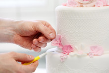 Confectioner Decorates Wedding...