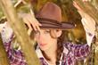 canvas print picture - Huebsche Frau mit Cowboyhut