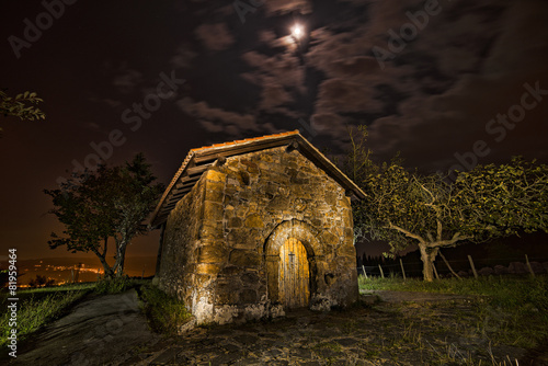 Fotografering  Ermita bajo la luna