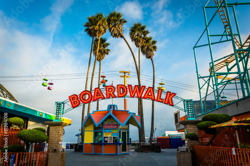 Photo  Entrance to the Boardwalk, in Santa Cruz, California.