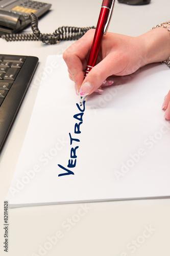 Vertrag Schreiben Kaufen Sie Dieses Foto Und Finden Sie ähnliche