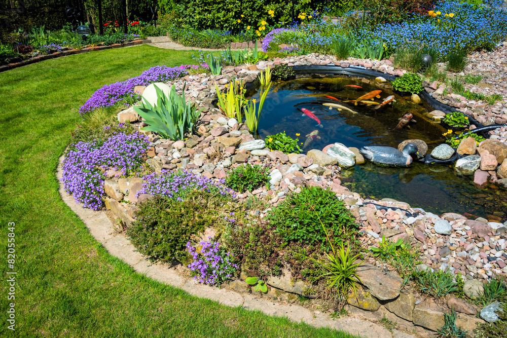 Fototapety, obrazy: Teichanlage mit Koi´s im Frühling