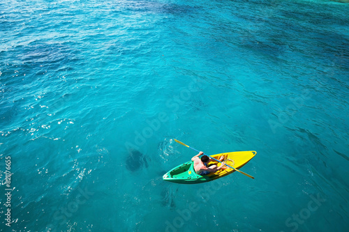 Fényképezés top view of man paddling on kayak in turquoise water