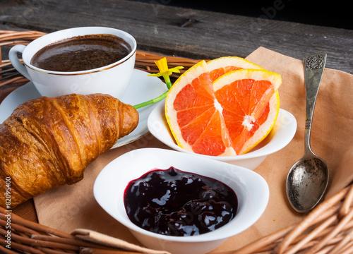 In de dag Milkshake Coffee, croissant, grapefruit and jam. breakfast table
