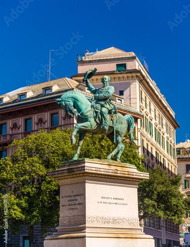 Spoed Foto op Canvas Theater Statue of Victor Emmanuel II of Italy - Genoa