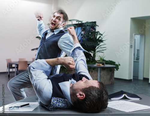 Valokuva Businessmen fighting in the office