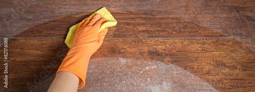 Obraz Cleaning soiled parquet in gloves - fototapety do salonu