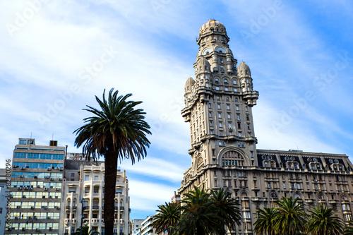 fototapeta na szkło Palacio Salvo w Montevideo.