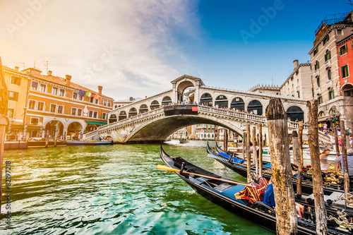 Fotografia, Obraz  Canal Grande with Rialto Bridge at sunset, Venice, Italy