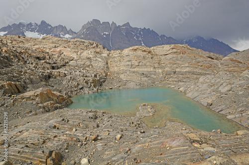 Valokuva  Colorful Lake on a Glacial Nunatak