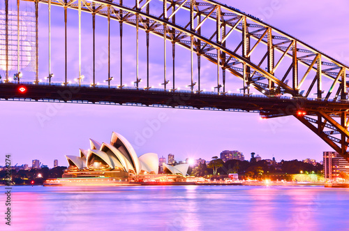 Photo sur Aluminium Sydney View of Sydney Harbor at twilight