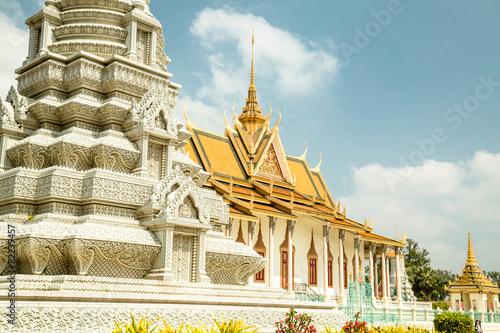Foto  Cambodia Royal Palace, Silver Pagoda and stupa