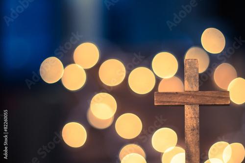 Fotografie, Obraz  Dřevěný kříž a rozostření světla