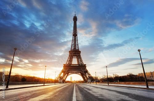 Deurstickers Eiffeltoren Paris, Eiffel tower at sunrise.