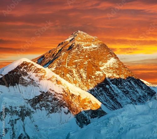 Spoed Fotobehang Baksteen Evening view of Mount Everest from Kala Patthar