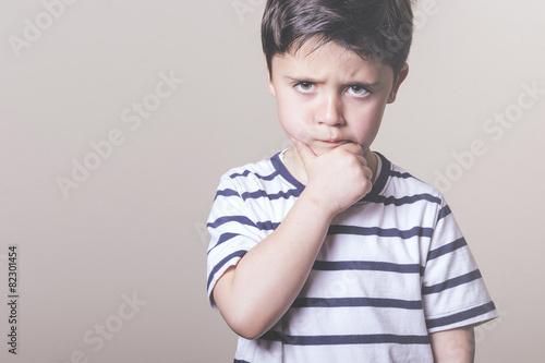 Fotografía  niño enfadado