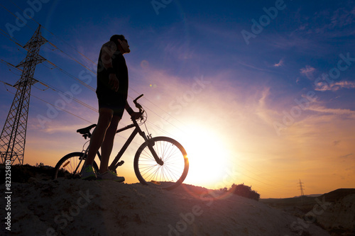 Deportes. Bicicleta de montaña y hombre.Deporte en exterior Tablou Canvas