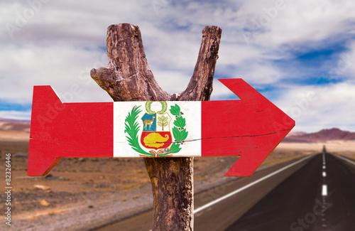 Poster Algerije Peru Flag wooden sign with a desert road on background
