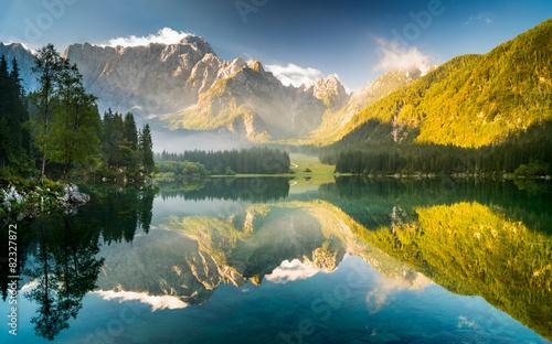 Tuinposter Panoramafoto s jezioro górskie w Alpach Julijskich,Laghi di Fusine