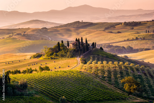 Foto op Canvas Zwart Tuscany, landscape and farmhouse in the hills of Val d'Orcia