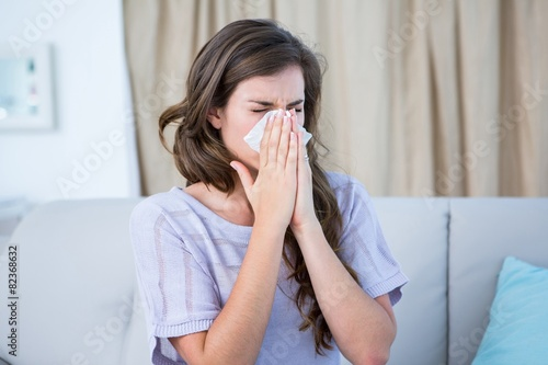 Fotografia Sick woman blowing her nose