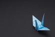 折り鶴(1羽)黒背景