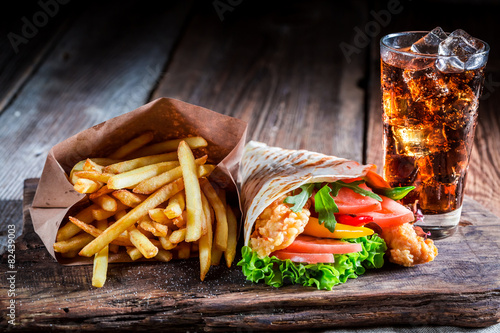 Fototapety, obrazy: Fresh kebab with fries and cod drink
