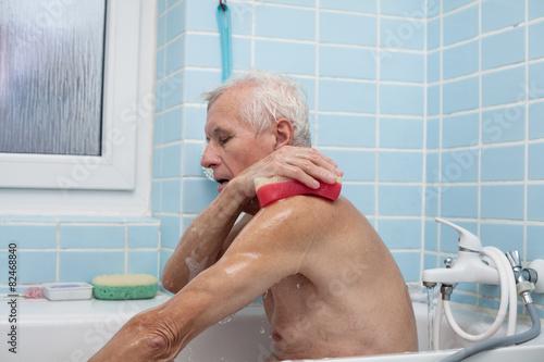 Fotografia Senior man bathing