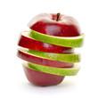 Gestapelte Apfelscheiben rot und grün