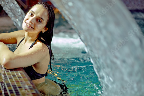 beautiful woman in waterfall jet, spa hydrotherapy Canvas-taulu