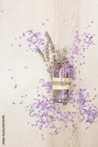 Pinturas sobre lienzo  Lavender essential oil in a glass bottle