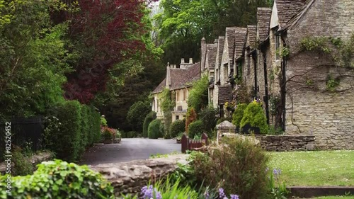 WS TU Village with stone houses / Castle Combe, Cotswolds, Wiltshire, UK #82520452