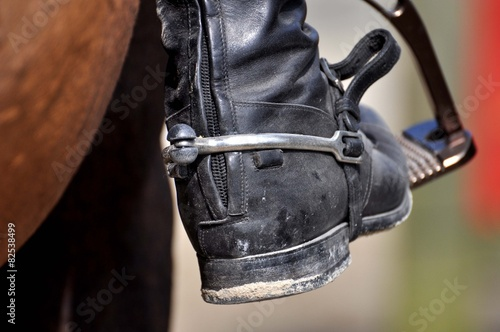 Spoed Foto op Canvas Paardrijden Das Reiten im Detail, Reitstiefel, Steigbügel und Sporn