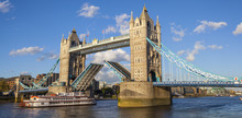 Tower Bridge Opened Up Over Th...