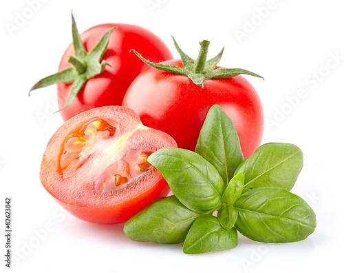 Fotografía  Tomato with basil