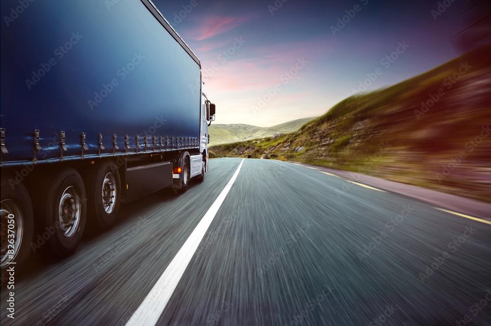 Fototapeta Truck and Skyline