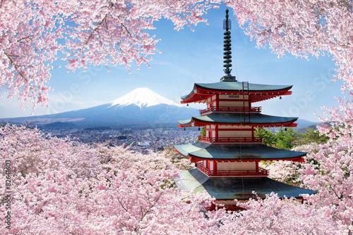 Spoed Foto op Canvas Kersenbloesem Chureito Pagoda in Fujiyoshida in spring